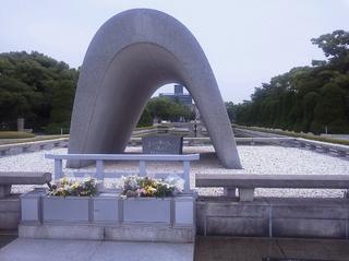 広島平和都市記念碑.jpg